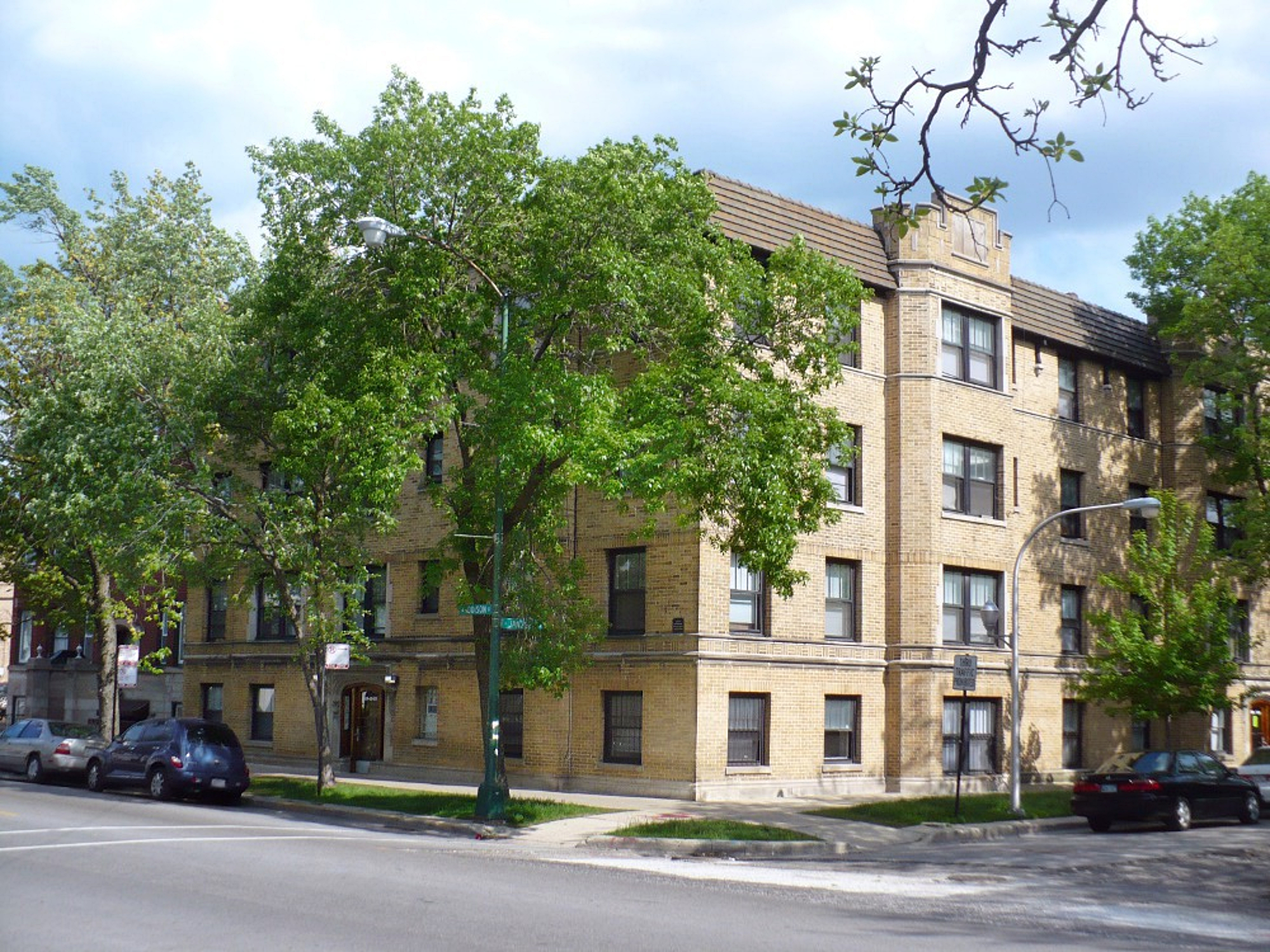 3549 N. Janssen – One Bed Rehab in Southport Corridor