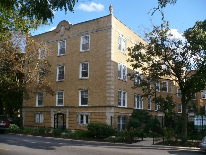 2333 W. Addison – Large Two Bedroom in Roscoe Village